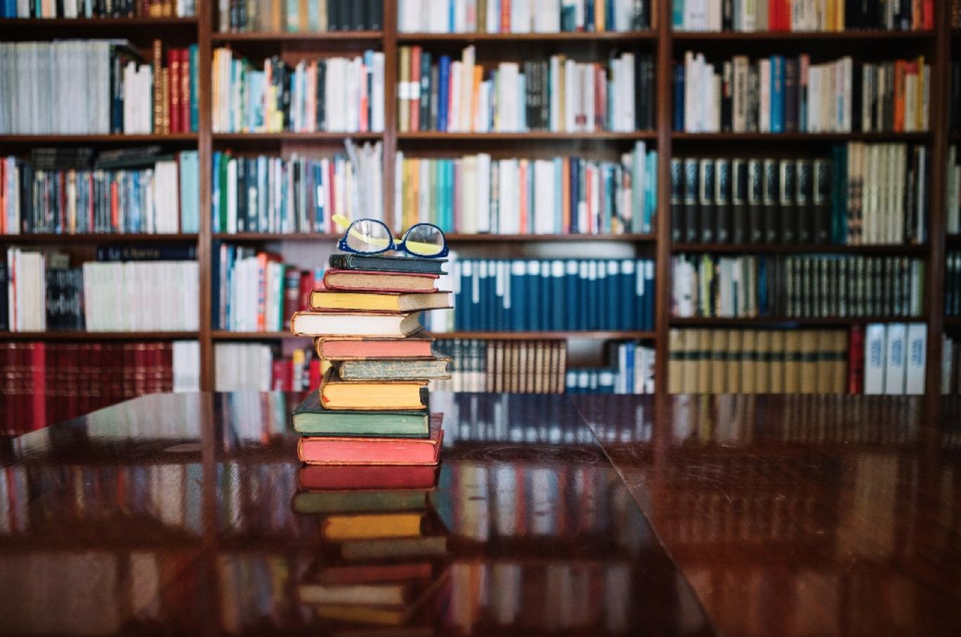 Buku; Guru yang Tak Mengenal Waktu